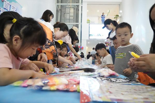 关爱自闭症儿童 首届自闭症国际家庭论坛在郑州举行
